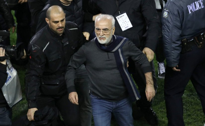 Madness in Greece: Club president storms onto the pitch with a gun!